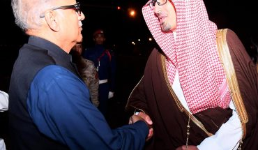 Madinah : President Dr. Arif Alvi being received by Deputy Governor of Madinah, Prince Saud bin Khalid bin Faisal on his arrival in Madinah.—NNI, December 10, 2018