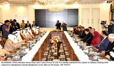 ISLAMABAD: Prime Minister Imran Khan and Crown Prince of UAE H.H Sheikh Muhamed bin Zayed Al Nahyan leading their respective delegations during Delegation Level Talks at PM House. INP PHOTO
