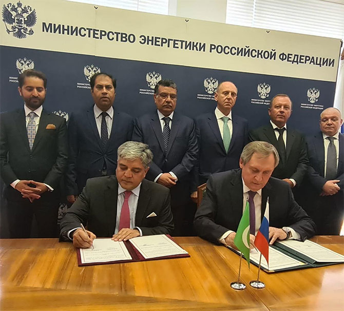 Pakistan and Russian personal sign IGA for North-South Gas Pipeline project